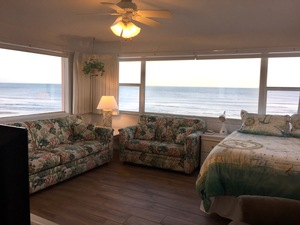 Rm 30 or 32 - OceanFRONT 1 Bedroom Suites with Panoramic Oceanfront/Pool Views Photo 2