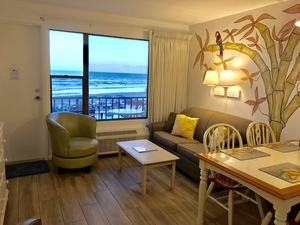 Rm 41 or 45 - 2 Bdrm OceanFRONT Poolside Suites with Private Patio or Balcony Picture 2