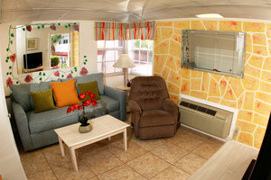 Charming GARDEN View COTTAGE #1 or #2 - Cute and Colorful - Furnished with 2 Double Beds During the Summer Photo 7