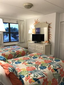 Rm 41 or 45 - 2 Bdrm OceanFRONT Poolside Suites with Private Patio or Balcony Picture 6