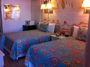 Rm 9 or 11 - Value Room - 2 Double Beds - Street/Parking View. Ideal for Travelers on a Tight Travel Budget Photo 2