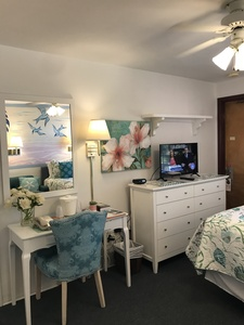 Rm #16 - Updated in JAN 2019! 1 Brand NEW Pillow-top Queen Bed. New Furniture. Colorful Ocean Mural. 2nd floor. Street/Parking View. Picture 2