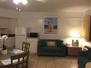 Studio #20 - Beautiful POOLSIDE OceanFRONT Studio with KING bed Picture 2