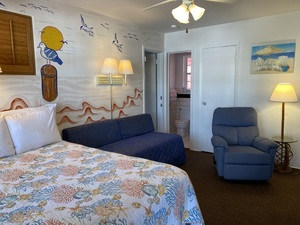 Rm 14 - Fun, Beach-Themed Small Suite Photo 1