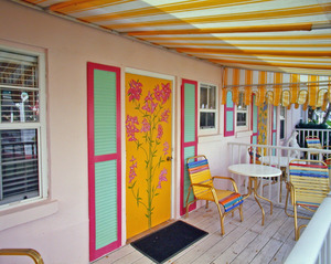 Charming GARDEN View COTTAGE #1 or #2 - Cute and Colorful - Furnished with 2 Double Beds During the Summer Photo 9