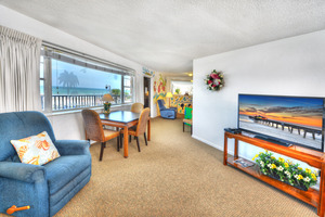 Rm 50 - Spacious 3 Bdrm /2 Bath OceanFRONT Poolside Suite with Large, Private Balcony Picture 4