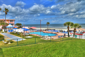 BEACH HOUSE - 2 Bdrm / 2 Bath OceanFRONT - Gloriously Colorful and Fun Picture 12
