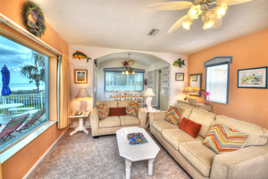 BEACH HOUSE - 2 Bdrm / 2 Bath OceanFRONT - Gloriously Colorful and Fun Picture 4
