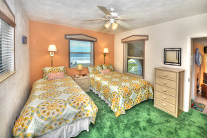 BEACH HOUSE - 2 Bdrm / 2 Bath OceanFRONT - Gloriously Colorful and Fun Picture 7