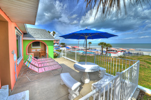 BEACH HOUSE - 2 Bdrm / 2 Bath OceanFRONT - Gloriously Colorful and Fun Picture 5