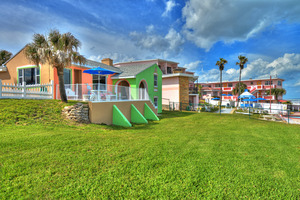BEACH HOUSE - 2 Bdrm / 2 Bath OceanFRONT - Gloriously Colorful and Fun Picture 6