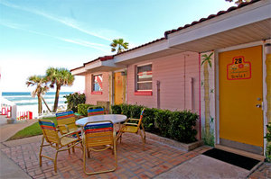 Studio #28 - Darling Small Studio with 2 Double Beds During the Summer. Shared Patio. Close to Pool. Photo 3